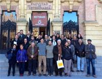 Participantes del taller ante el Rectorado de la Universidad de Córdoba. Fuente: Entretantos