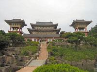Temple Yakcheonsa (Illa de Jeju)