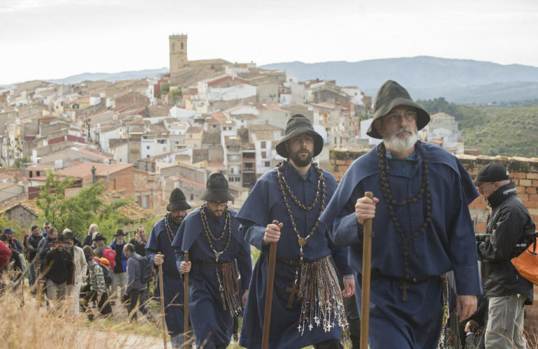 Pelegrins d'Useres en la processó penitencial fins a l'ermita de Sant Joan de Penyagolosa.