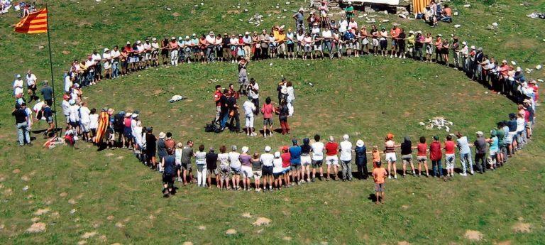 Aplec del Port de Salau, organitzat pel Cercle d'agermanament catalano-occità. . Cant de l'hora dels adéus.