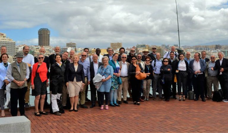 Participants au centre de conventions de la capitales Las Palmas de Gran Canaria, on les séssions de cerencontre intérnational se sont developées.