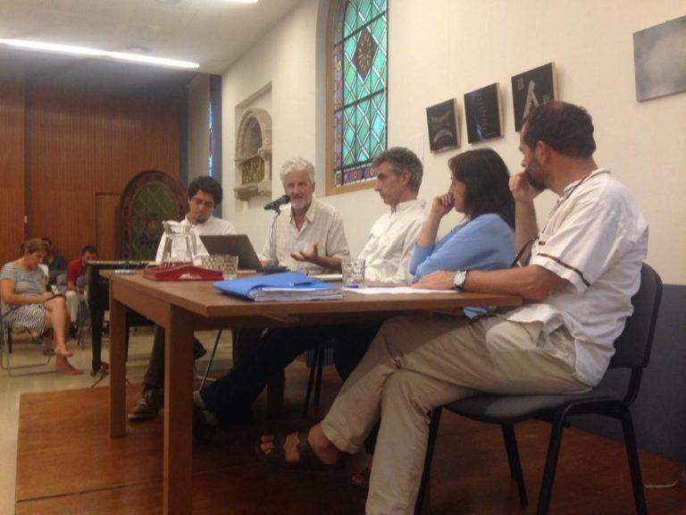 Un momento de la mesa redonda en la Casa d'espiritualitat Sant Felip Neri (Barcelona)