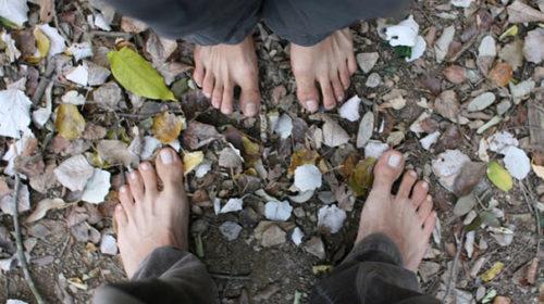 Anar descalços
